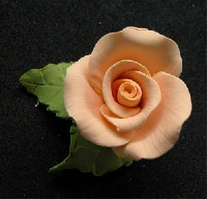 Single tea rose with 2 leaves NO WIRE peach