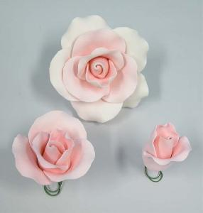 Mix pack pink roses 8cm (large), 5cm (medium) and 4cm (bud)